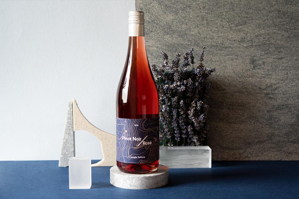 Für la famiglia fluhberg gab es ein Marken(re)design und ein Weinetikettendesign.